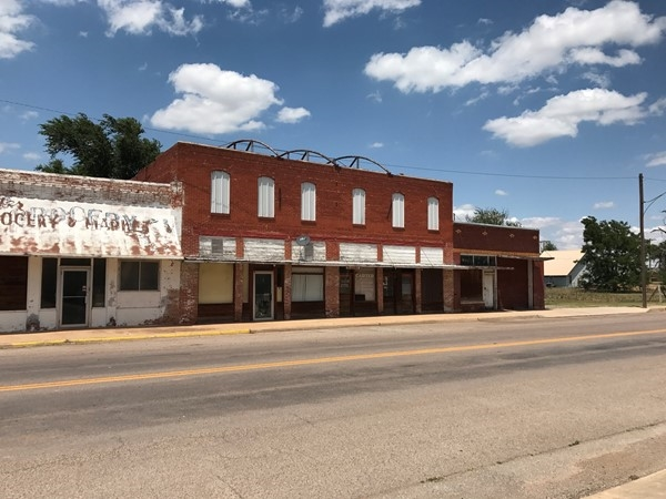 Vacant buildings remind passersby of Carter's bustling past