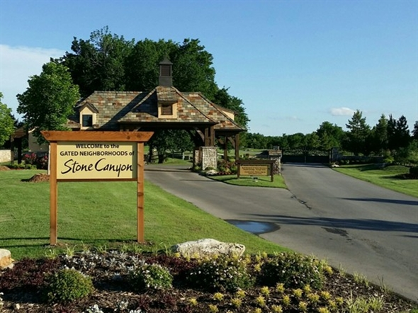 Stone canyon gated communities entrance settlers creek for Stone creek development