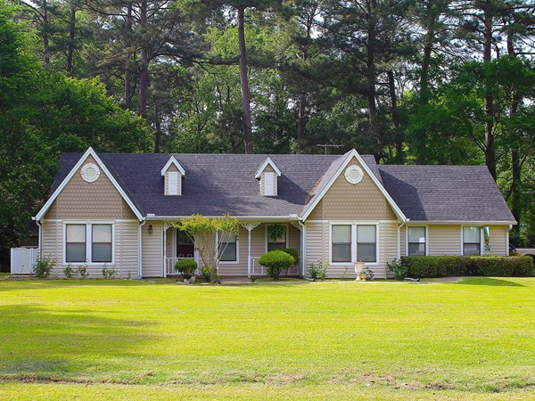 Edgewood Circle offers a secluded neighborhood that is close to dining and shopping in Farmerville