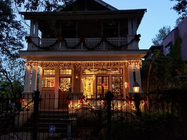 This home's holiday decorations are so welcoming