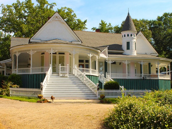 Edgewood Plantation is a beautiful B&B located in Farmerville