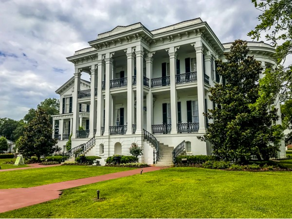 Nottoway Plantation located on the banks of the Mississippi River, 35 minutes south of Baton Rouge