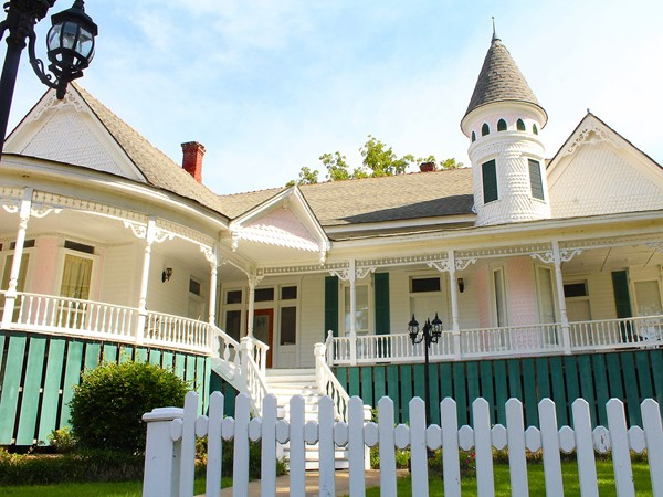 Built in 1902, Edgewood Plantation is a popular B&B that is considered the newest old place in town