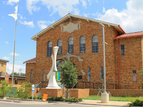 The Bossier Arts Council provides arts for citizens and visitors. Located in the East Bank District