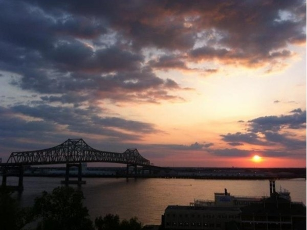 Sunset over the Mississippi River seen from Downtown Baton Rouge