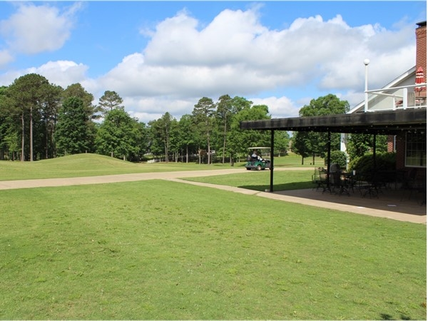 Calvert Crossing features a full-service clubhouse, driving range, and putting and chipping greens