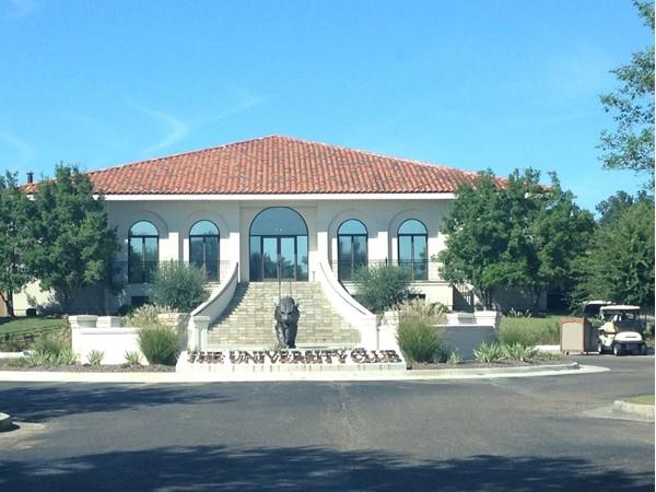 University Club is the ultimate neighborhood for golf enthusiasts
