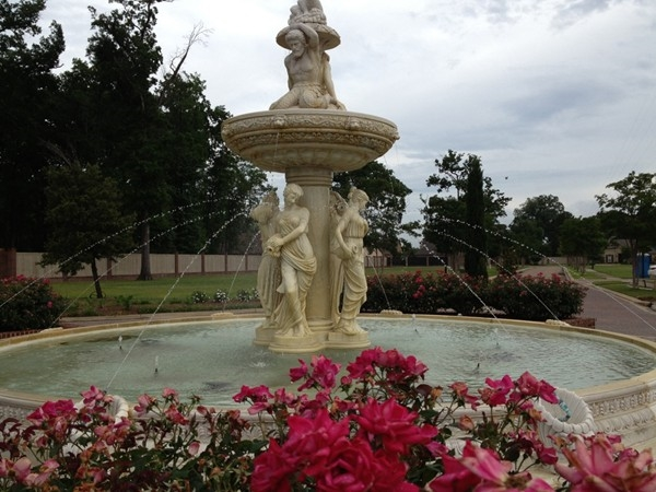 Beautiful Fountain in the center of Maison Orleans circle drive