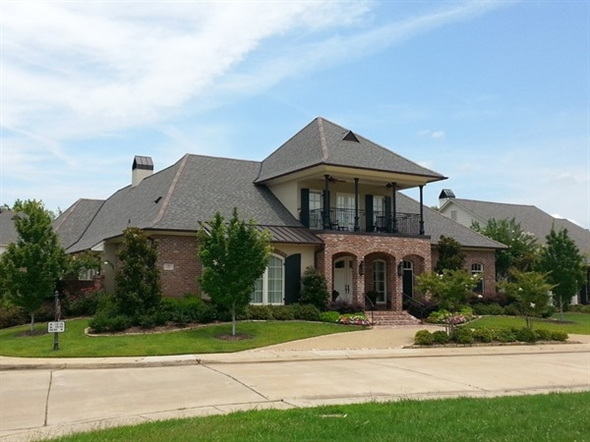 Look at this beautiful home in pierremont place for Louisiana home builders