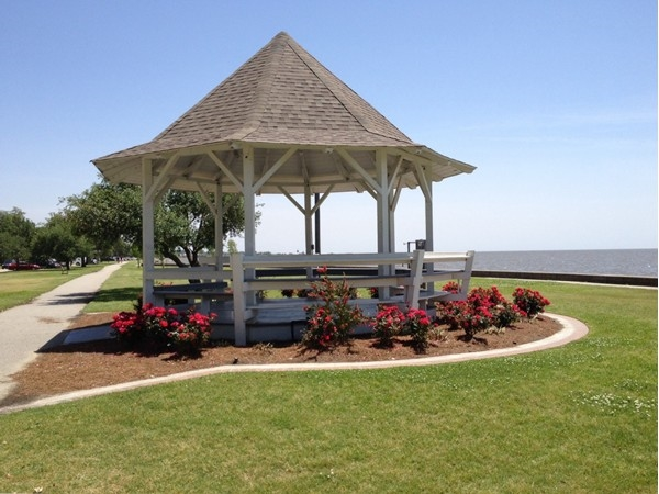 Gazebo on Lakeshore Dr makes for a good rest point while out exercising.