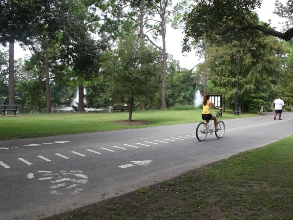 Cyclist and jogger at Audubon Park