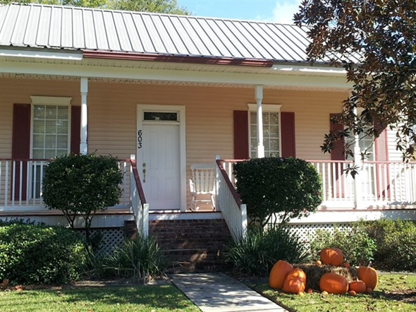 October cottage in Madisonville