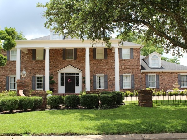 River Oaks subdivision offers luxurious and spacious homes along Bayou DeSiard