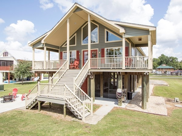 Waterfront home in North Wilderness Subdivision