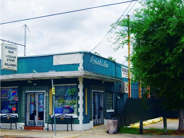 Robert's Bar is a neighborhood institution that has long served both locals & Tulane fans