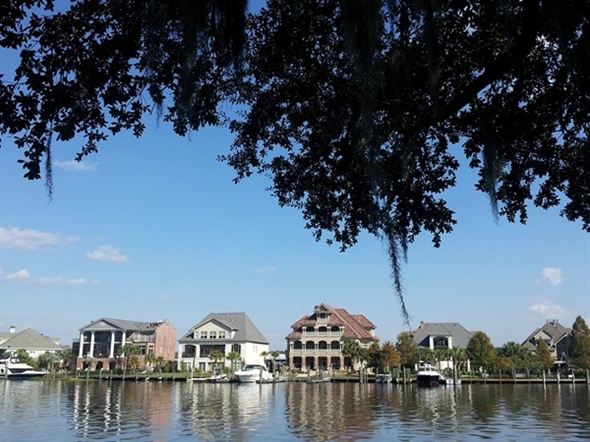 Madisonville mansions along the Tchefuncte River