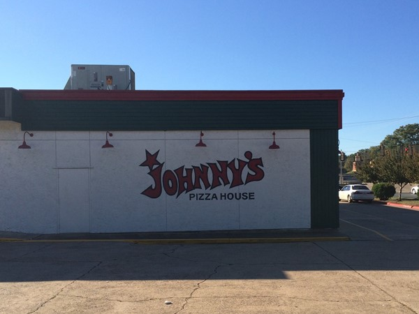 Johnny's is a great spot if you live in South Highlands and want an easy dinner. Pick up or eat in