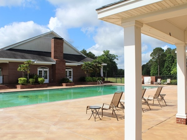 Calvert Crossing offers a luxurious outdoor swimming pool and sunning deck