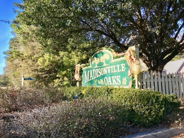 Entrance to Madisonville Oaks