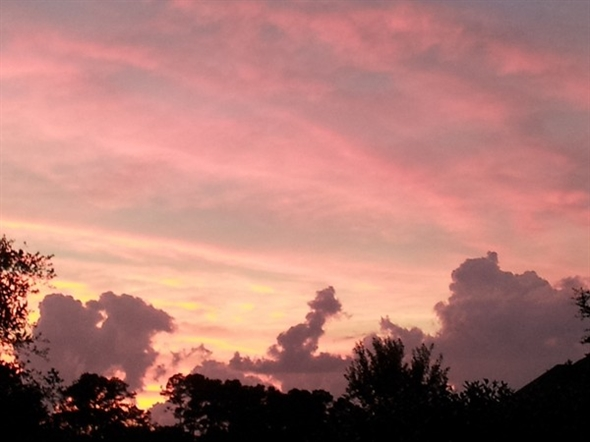 Spectacular sunset in a Mandeville-Northshore neighborhood