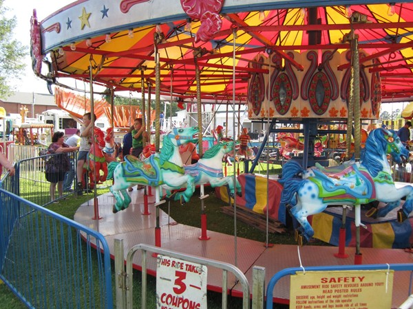 Eteuffee Festival carnival rides