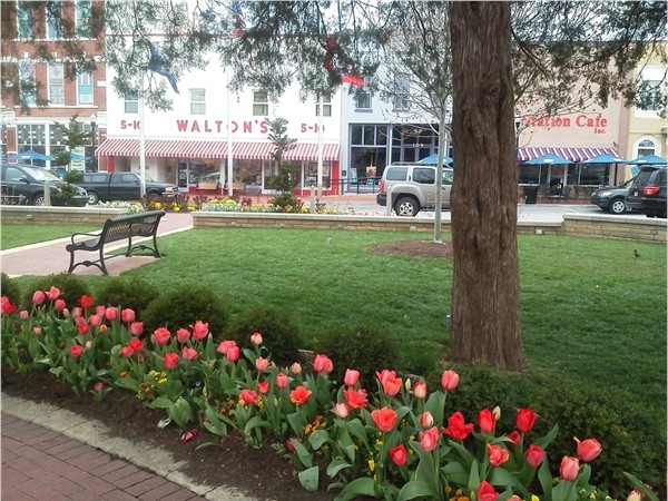 Charming spot on downtown Bentonville Square for Farmers Market on Saturdays April - October