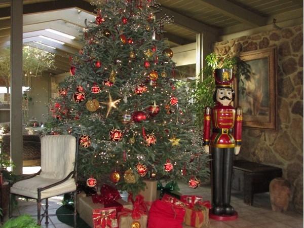 Christmas tree at Red Apple Inn