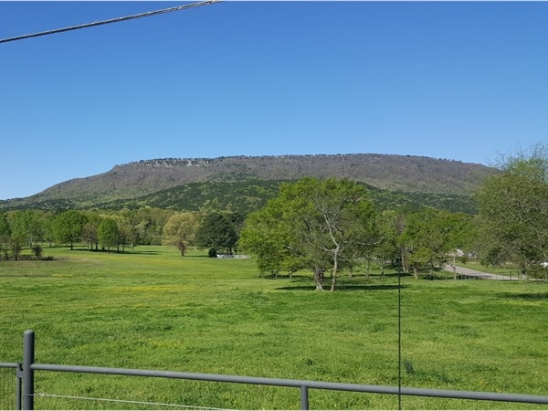 Stopped for a shot of Mt Nebo from Bethal Road today. Hang gliders land in this pasture often