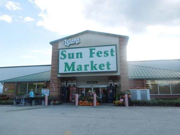 Sun Fest is a very nice super market in the commercial center, Holiday Island