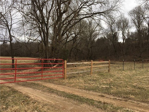 Live the country life in Rogers! Plenty of land for sale in the area