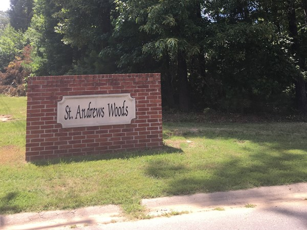 St. Andrews Woods has easy access to Alcoa Rd and many shops and restaurants in Benton