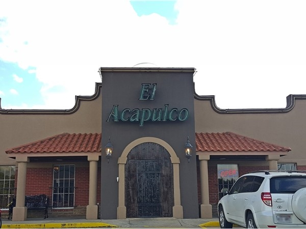 El Acapulco Mexican restaurant is located on Highland Drive