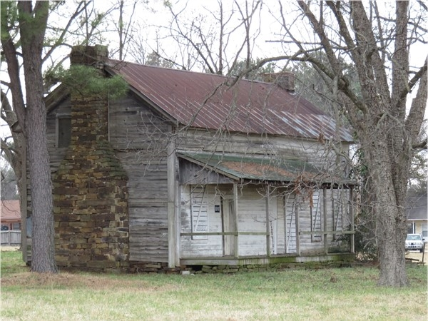 This home is one of Clarksville's historical homesites