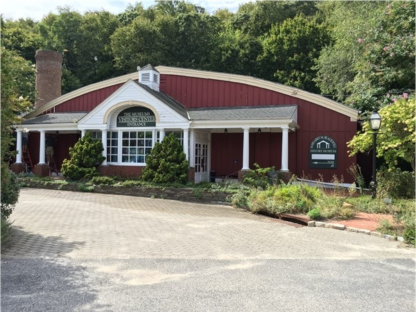 Visitor's Center at Long Island Museum