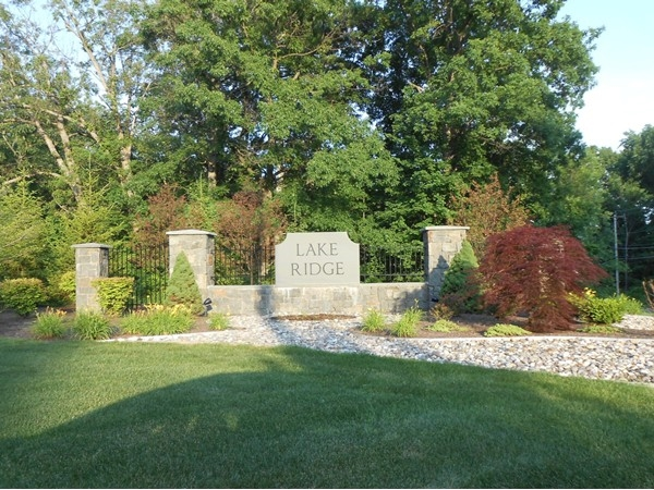 Entrance to the Lake Ridge community in the award winning North Colonie Schools