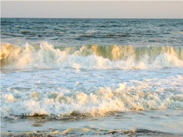 Beautiful waves at Atlantic Beach