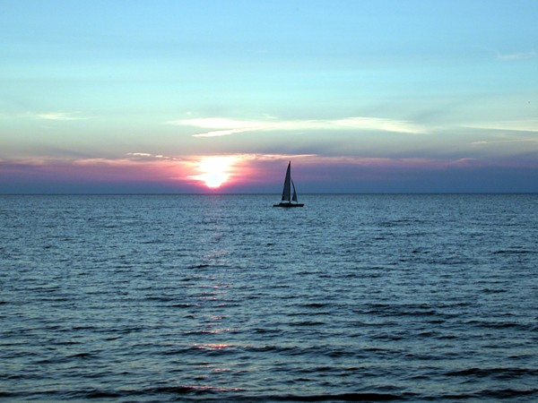 30 miles south of Buffalo - Lake Erie sunset! Beautiful beaches, fishing, recreational activity!