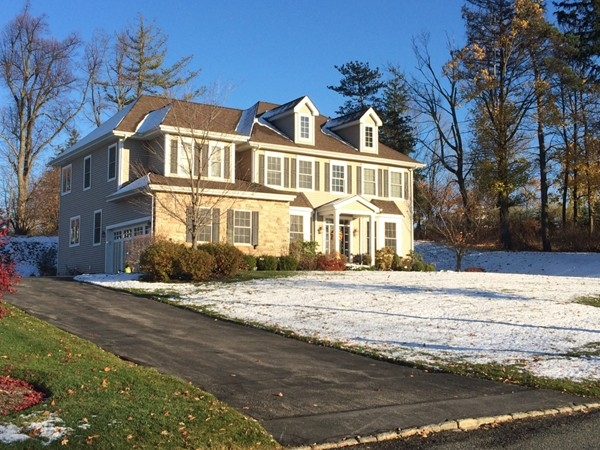 First snowfall of the year at Mansion Ridge in Monroe