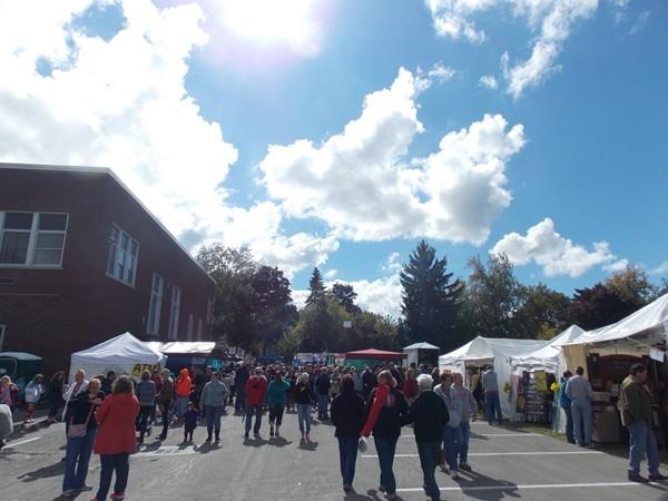Strolling around arts and craft vendors