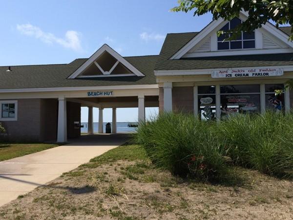 Beach Hut Restaurant in Tanner Park with gateway to the Beach
