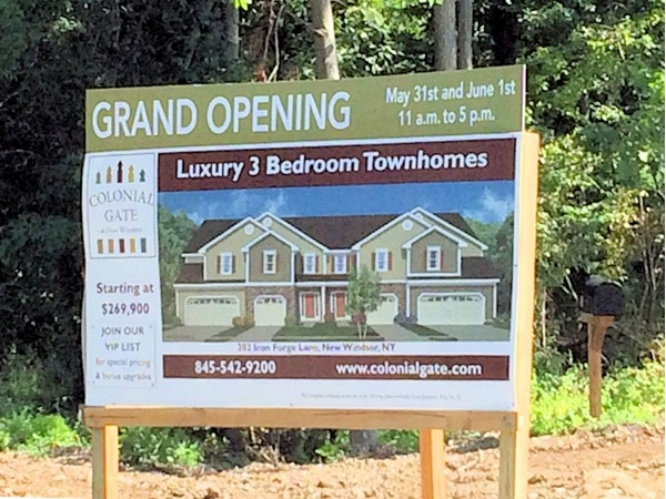 Welcome to Colonial Gate in New Windsor- Luxury Townhouses