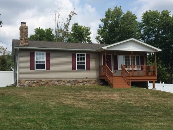 Many nice ranch style homes in Walton Lakes Estates