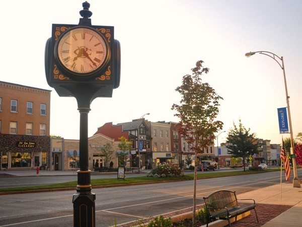 Downtown Canandaigua offers shopping and dining
