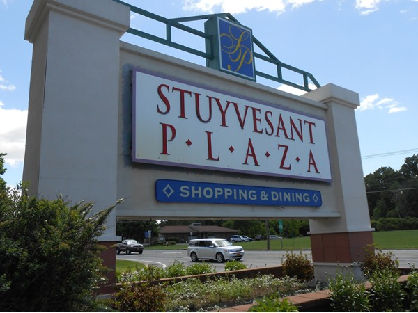Favorite outdoor shopping plaza. Great Stores and even better restaurants