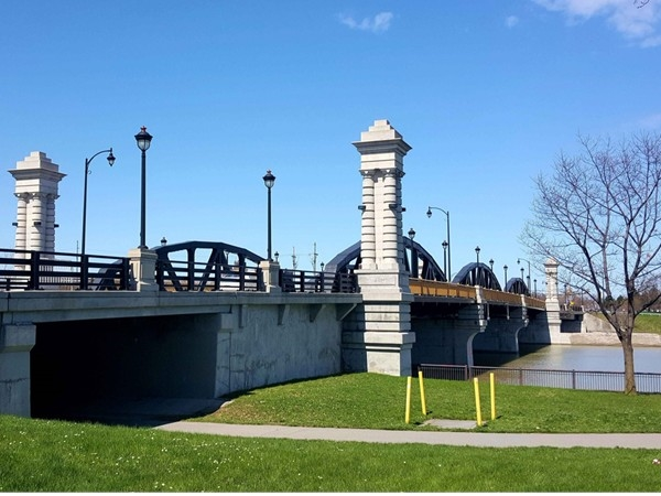 Ford Street Bridge crosses the Genesee River at the corner of Mt Hope Ave and Exchange Blvd