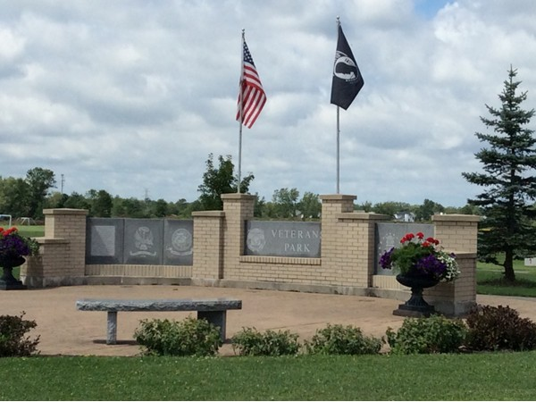 Entrance to Veterans Park from a Bedell entrance