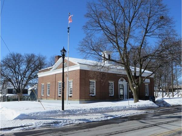 U.S. Post Office in East Rochester with zip code of 14445