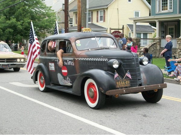 Vintage taxi in the Washingtonville Memorial Day Parade