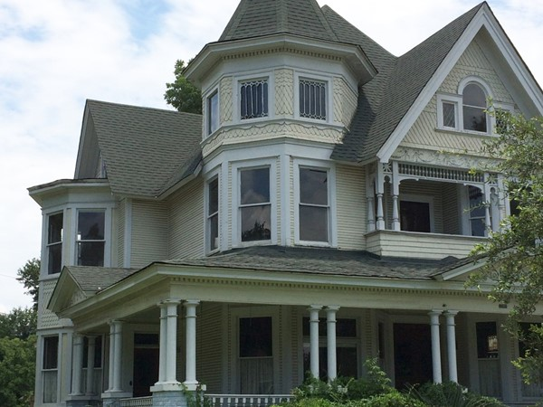 Lovely day to meander in downtown Hattiesburg and spy historical homes such as this Victorian