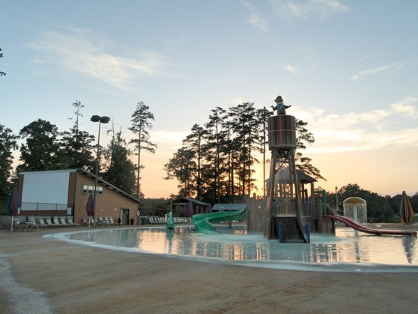 Waterpark and outdoor movie screen at Jellystone Park